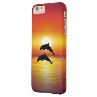 Pares de los delfínes de la puesta del sol del funda barely there iPhone 6 plus