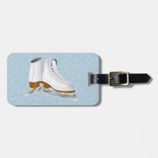 pares de patines de hielo blancos etiqueta para maleta