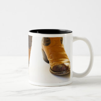 Pares de zapatos del vaquero tazas