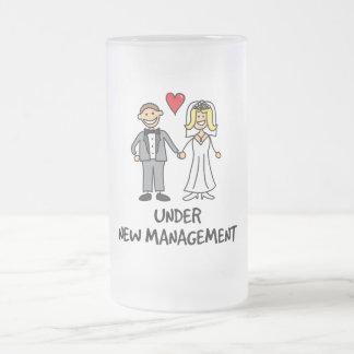 Pares del boda - bajo nueva gestión taza de cristal