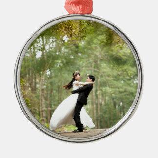 Pares del boda adorno redondo plateado