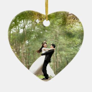 Pares del boda adorno de cerámica en forma de corazón