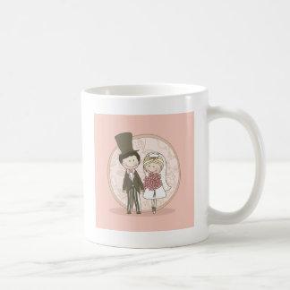 Pares del boda en rosa tazas de café
