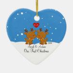 Pares del reno nuestro primer ornamento del navida adorno de reyes