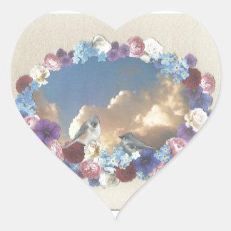 pares del titmouse en guirnalda floral pegatina en forma de corazón