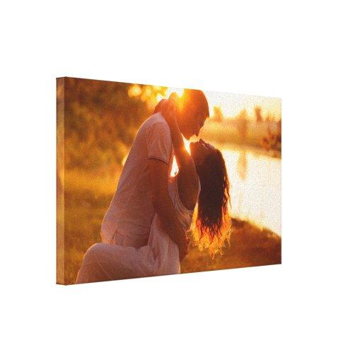 Pares en amor, en luz del amanecer por el healingl impresión en lienzo estirada