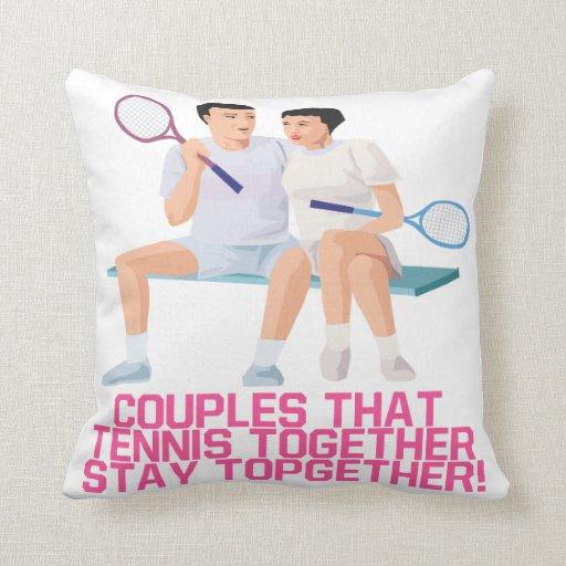 Pares ese tenis junto almohada