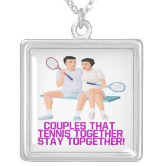 Pares ese tenis junto colgante cuadrado