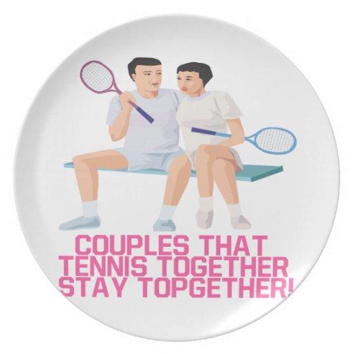 Pares ese tenis junto plato