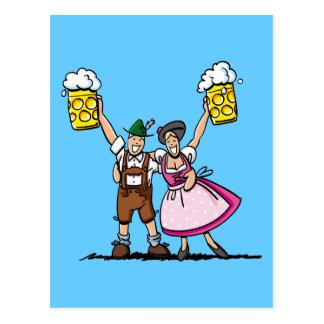 Pares felices de la cerveza de Oktoberfest de la p Tarjetas Postales