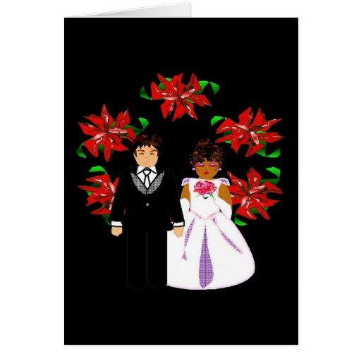 Pares interraciales del boda del navidad con la gu