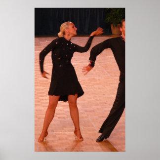 Pares latinos de la danza de salón de baile (negro posters
