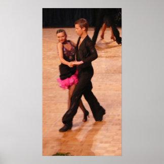 Pares latinos de la danza de salón de baile (negro poster