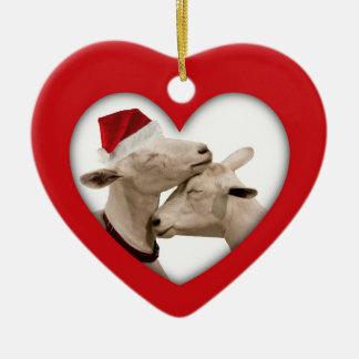 Pares lindos de la cabra del navidad adorno navideño de cerámica en forma de corazón