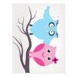 Pares lindos de los pájaros en amor postal