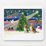 Pares mágicos del beagle de Navidad Alfombrillas De Ratones