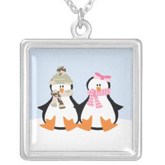 Pares militares del pingüino collar plateado
