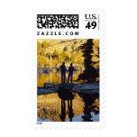 Pares que caminan al nacional de Yosemite del lago Sellos