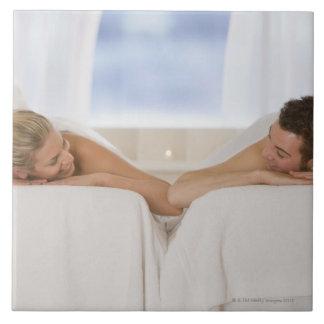 Pares que consiguen masajes azulejo cuadrado grande