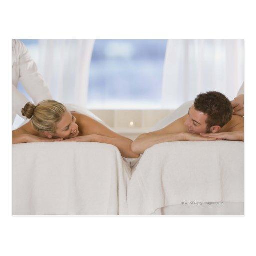 Pares que consiguen masajes postales