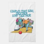 Pares que ruedan juntos toalla de mano