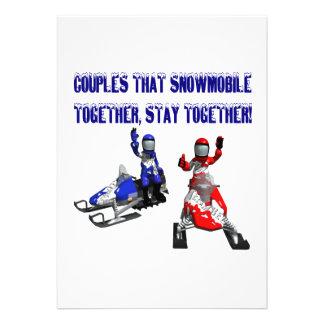 Pares que Snowmobile juntos