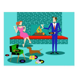Pares retros con la postal del perro