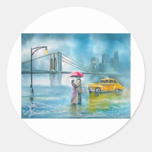 Pares románticos amarillos del día lluvioso de los pegatina redonda