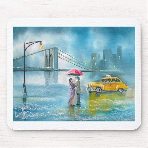Pares románticos amarillos del día lluvioso de los tapetes de ratones