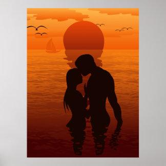 Pares románticos de la silueta del amor de la play póster