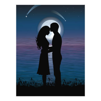 Pares románticos de la silueta del amor en la cost impresion fotografica