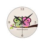 Pares verdes y rosados del búho relojes de pared