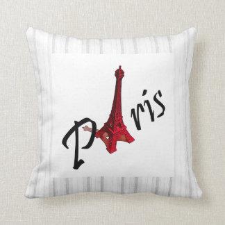 París con la torre Eiffel en fondo de la raya Almohada