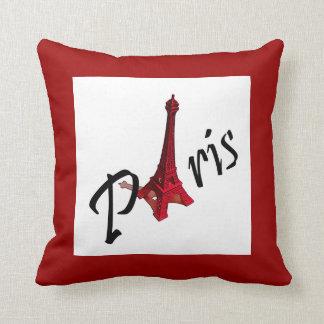 París con la torre Eiffel en fondo rojo Cojín Decorativo