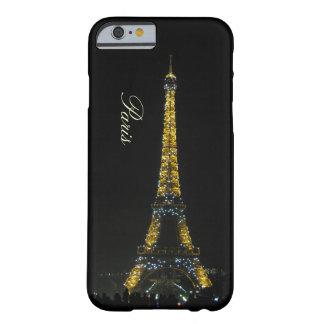 París, torre Eiffel en el caso de la noche Funda De iPhone 6 Barely There