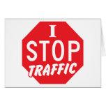 PARO tráfico con una muestra roja de la parada Tarjeta