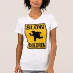 Parodia gorda de la placa de calle del niño de los camiseta