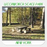 Parque de estado de Letchworth - roca de la tabla Pegatina Cuadrada