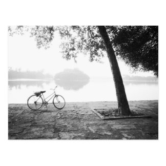 Parque de Hanoi Vietnam, de la bicicleta y de Leni Tarjetas Postales