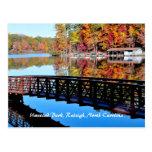 Parque de Umstead en postal del otoño