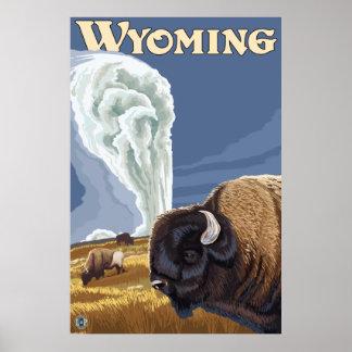 Parque de Yellowstone WY - búfalo por fiel viejo Posters
