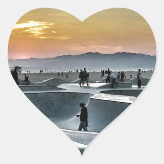Parque del monopatín de la playa de Venecia Pegatina En Forma De Corazón
