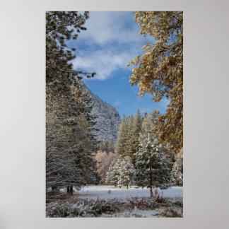 Parque nacional de Yosemite después de una nevada Poster
