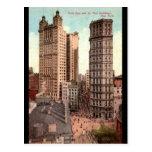 Parquee la fila, vintage de los edificios NYC c191 Postal