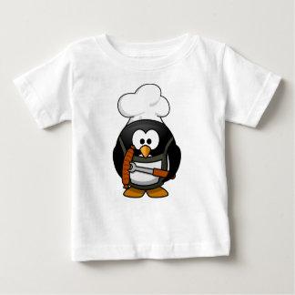 Parrilla del pingüino playera de bebé