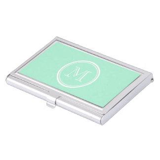 Parte alta ligera de la verde menta coloreada cajas de tarjetas de negocios