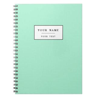 Parte alta ligera de la verde menta coloreada el spiral notebook