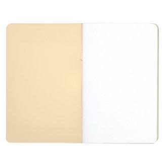 Parte alta ligera del melocotón coloreada cuaderno grapado