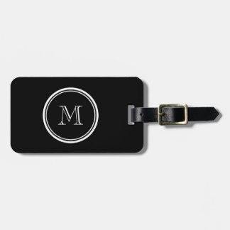 Parte alta negra inicial del monograma coloreada etiqueta de equipaje