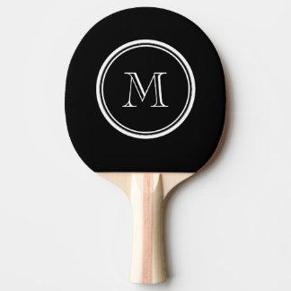 Parte alta negra inicial del monograma coloreada pala de ping pong